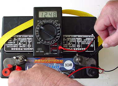 batteryvolts.jpg (19796 bytes)