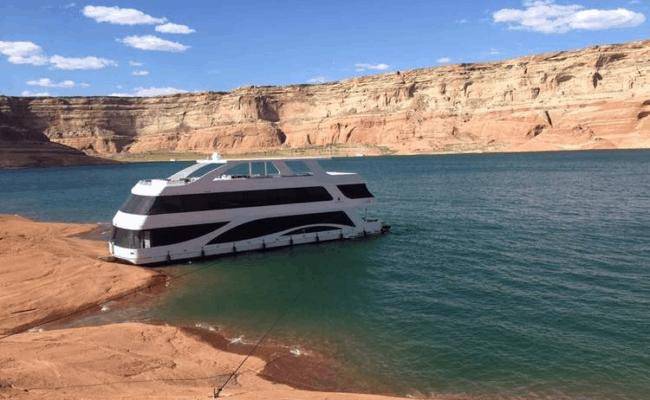 Adonia houseboat