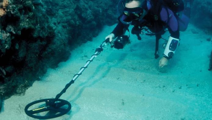 Using a metal detector under the ocean